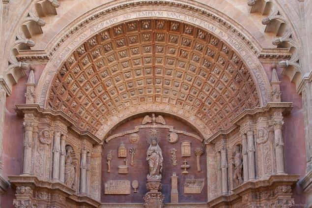 Torbogen einer Kirche (unbekannt)