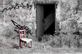 ... die mit dem roten Stuhl
