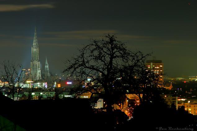 Blick aufs Ulmer Münster bei Nacht