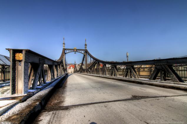 Februar – 12 Monate-1 Stadt-2012 - Thema: Brücke