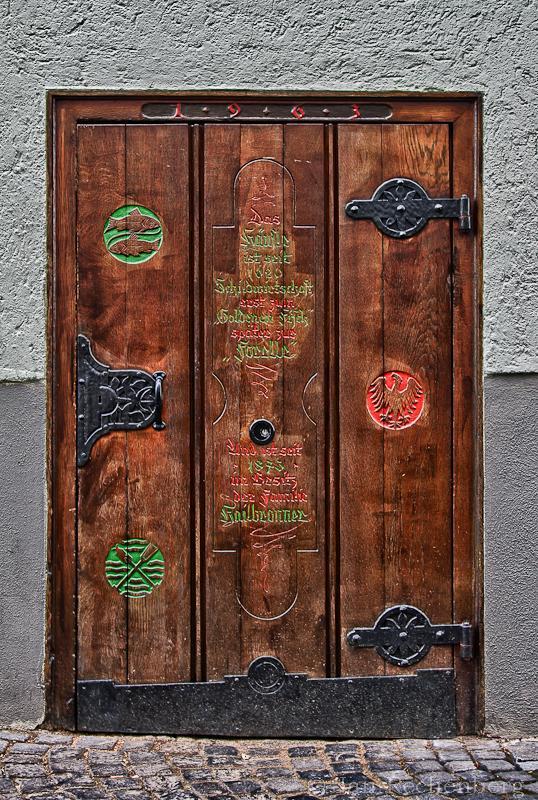 Alte Tür am Gasthaus